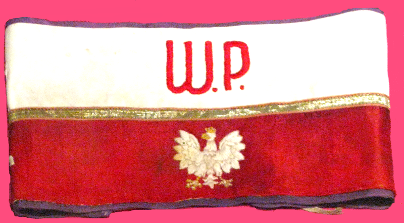 Opaska AK/ Źródło: http://commons.wikimedia.org/wiki/File:Band_of_Polish_Home_Army_(Armia_Krajowa).PNG