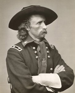 Ppłk George Armstrong Custer/ Źródło: http://commons.wikimedia.org/wiki/File:G_a_custer.jpg