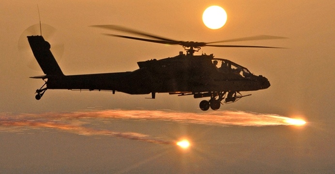 AH-64D Apache, należący do US Army. / Wikimedia Commons.