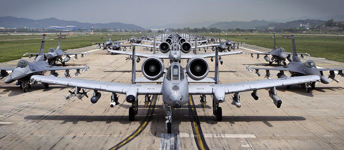 A-10 Thunderbolt II i F-16 Fighting Falcon. (U.S. Air Force photo by Tech. Sgt. Travis Edwards/Released)