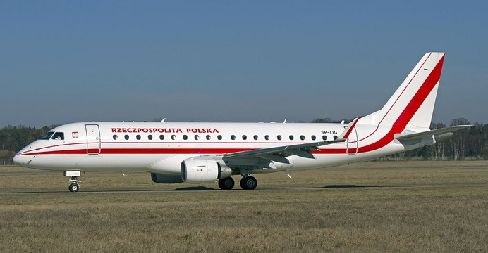 Embraer 175LR (SP-LIG) wyczarterowany od PLL LOT. / fot. Wikimedia Commons (CC BY-SA 2.0).
