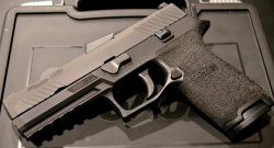 Sig Sauer P320. / fot. Wikimedia Commons (CC BY 4.0).